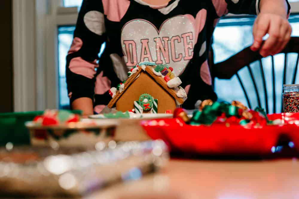 kid decorating gingerbread house